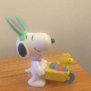 Snoopy Easter beagle with Woodstock figure